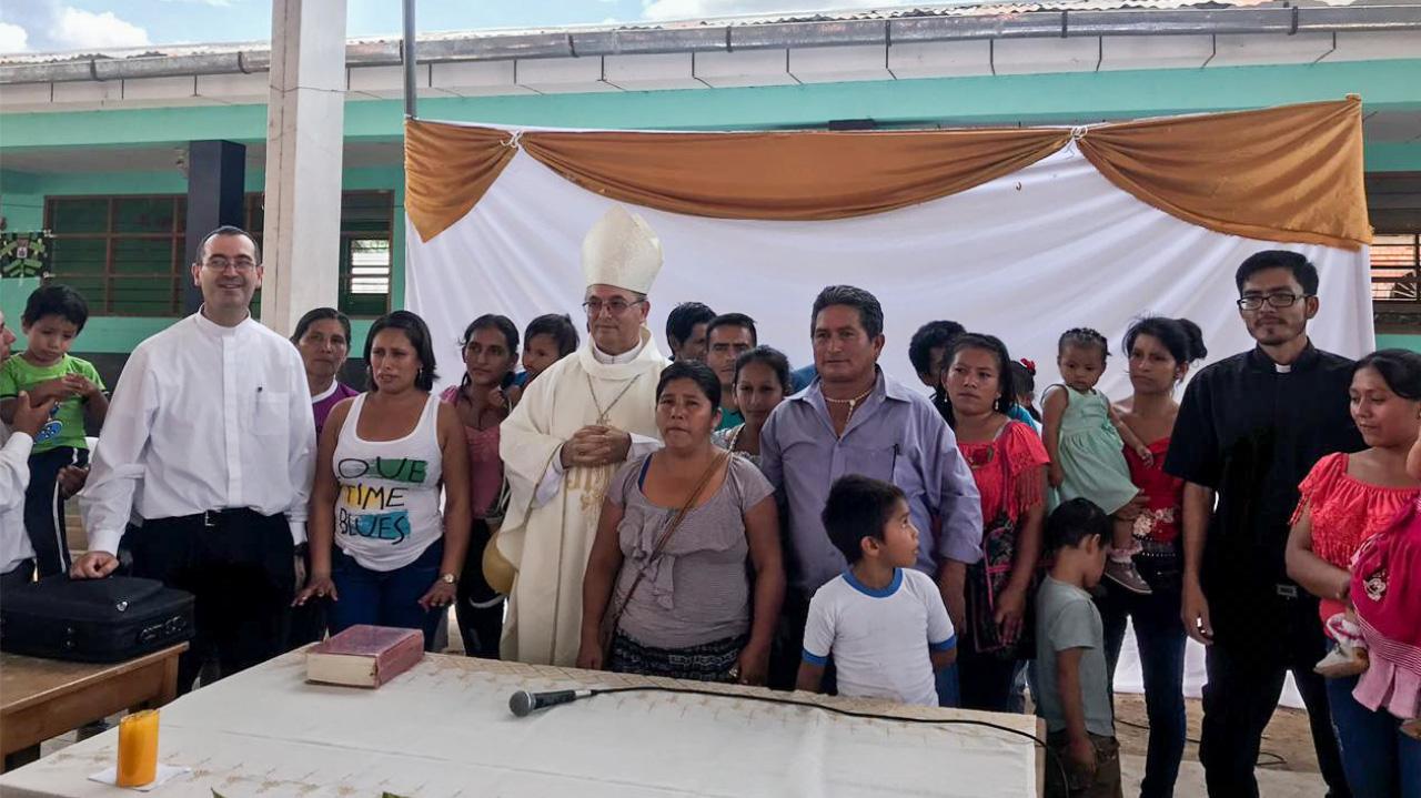 Mons. Rafael visita distrito de Campanilla en Mariscal Cáceres
