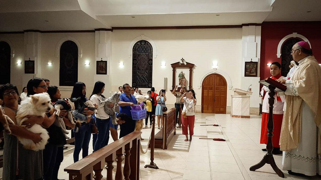 Celebran a San Antonio Abad con bendición de mascotas
